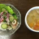 手作りのサラダとスープ